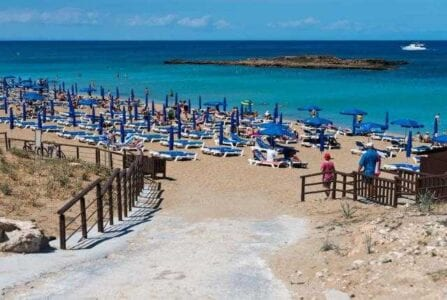 αθάνατη ελληνίδα μάνα: δείτε την φωτο από παραλία που έγινε viral 1
