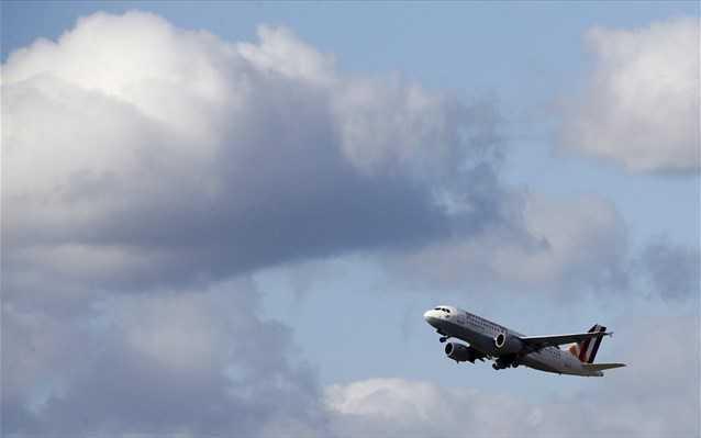 καθηλωμένα και αύριο κυριακή τα αεροπλάνα – συνεχίζονται οι απεργίες 1