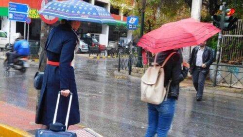 Καιρός: Σαββατιάτικη κακοκαιρία, με βροχές, καταιγίδες και πτώση της θερμοκρασίας