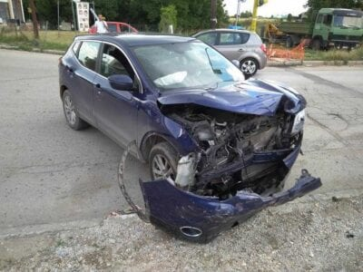 eordaialive.com: Τροχαιο ατύχημα στη συμβολή των οδών Ελευθερίας και Οικοτροφείου - Στα ανύπαρκτα φανάρια του Ανατολικού  (φωτογραφίες) 15