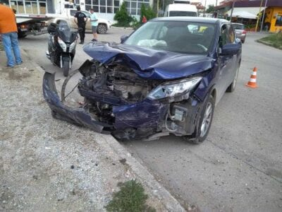 eordaialive.com: Τροχαιο ατύχημα στη συμβολή των οδών Ελευθερίας και Οικοτροφείου - Στα ανύπαρκτα φανάρια του Ανατολικού  (φωτογραφίες) 7