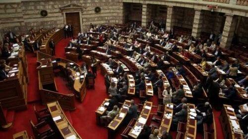 Βουλή: Υπερψηφίστηκε το νομοσχέδιο για το μεταναστευτικό - Αποχώρησε ο ΣΥΡΙΖΑ