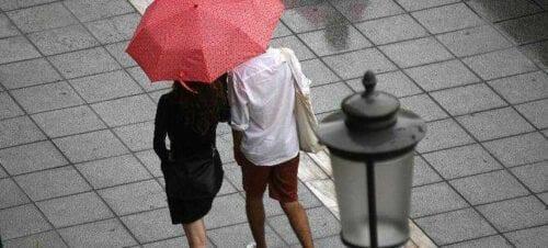 Χαλάει ο καιρός σήμερα: Πέφτει η θερμοκρασία, βροχές και καταιγίδες