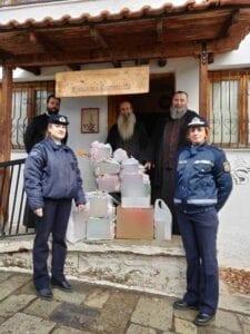 στο πλαίσιο εορτασμού των χριστουγέννων και του νέου έτους, οι αστυνομικές υπηρεσίες της δυτικής μακεδονίας συγκέντρωσαν εθελοντικά διάφορα είδη, τα οποία προσφέρθηκαν σε ιδρύματα και φορείς 15