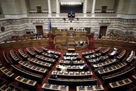 Με τη διαδικασία του επείγοντος η συζήτηση του νομοσχεδίου για τη μείωση των συντάξεων 1