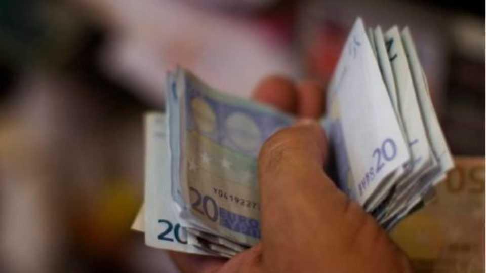 Επίδομα 533 ευρώ με νέα αίτηση σε ελεύθερους επαγγελματίες τον Μάιο