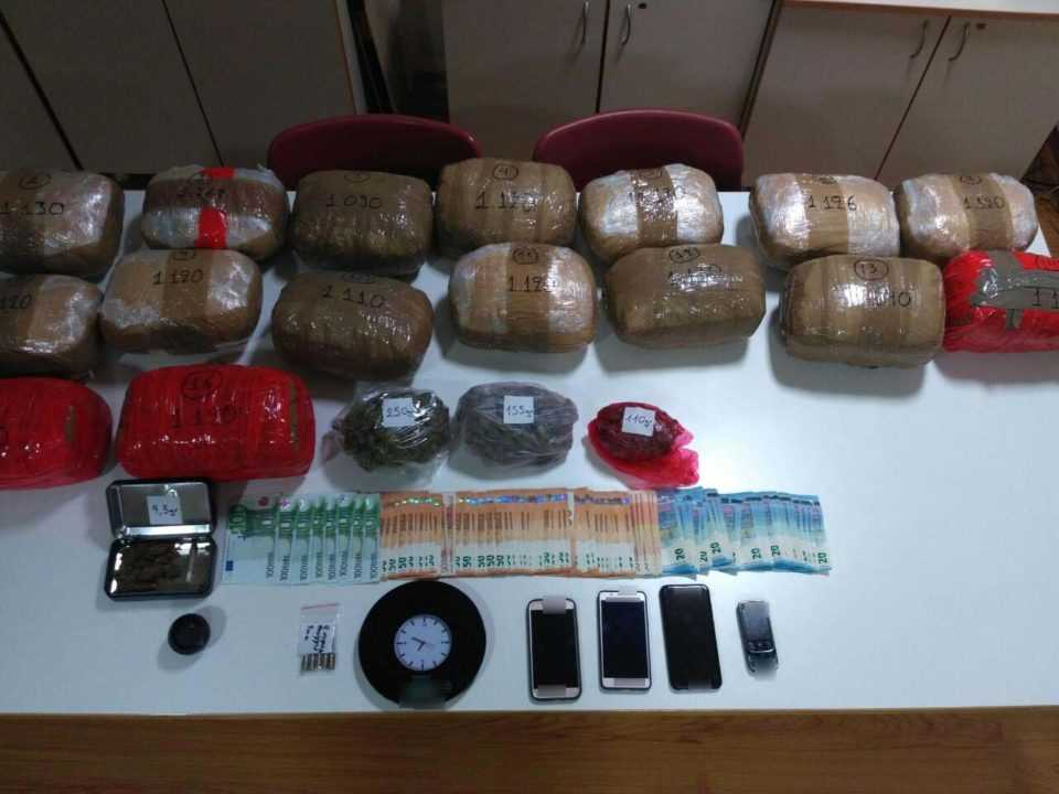 Συνελήφθη 36χρονος ημεδαπός, για διακίνηση μεγάλης ποσότητας ναρκωτικών και παράβαση του νόμου περί όπλων 1