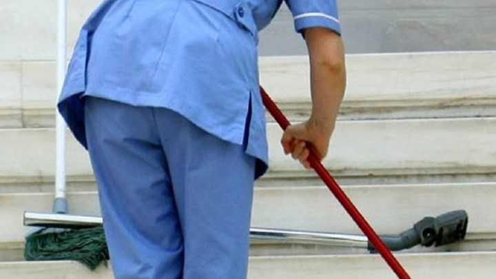 Στα βαρέα και ανθυγιεινά επαγγέλματα όλες οι σχολικές καθαρίστριες - Τι προβλέπει τροπολογία 1