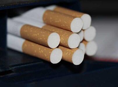 Αναγνώρισε τη νεκρή σύζυγό του σε πακέτο τσιγάρων και ζητά 100 εκατ. ευρώ 1