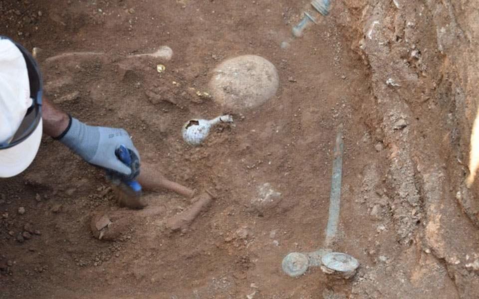 Μαυροπηγή: Ασύλητο τάφο του 1ου αιώνα π.Χ έφερε στο φως η αρχαιολογική σκαπάνη (φωτό) 1