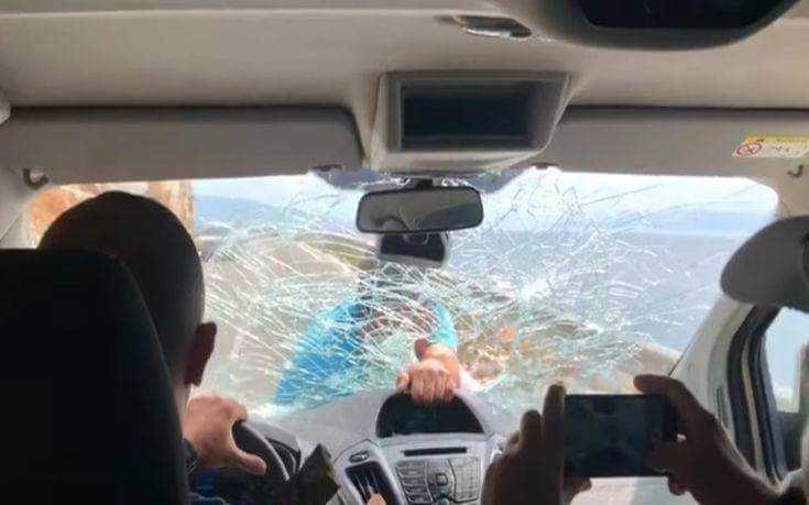 Έξαλλος εστιάτορας στην Αλβανία σπάει το παρμπρίζ δυσαρεστημένων πελατών - Εκνευρίστηκε όταν έφυγαν από το μαγαζί του - Δείτε το βίντεο 1