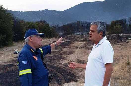 Ο Αντιπεριφερειάρχης της Π.Ε. Κοζάνης συγχαίρει τους Πυροσβέστες, για την κατάσβεση της φωτιάς στα Λεύκαρα 1