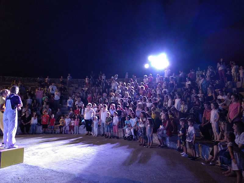 Eordaialive.com   Πτολεμαΐδα: «Ο Πρίγκιπας Λεμόνης και η Όμορφη Κρεμμύδω» διασκέδασαν απόψε παιδιά και γονείς (φωτό-βίντεο) 16