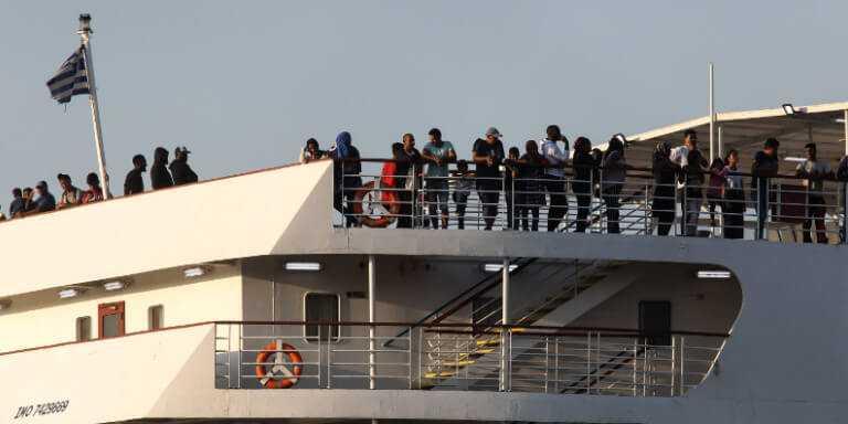 Θεσσαλονίκη: Εφτασε και το δεύτερο πλοίο από τη Λέσβο με τους πρόσφυγες - Πού θα μεταφερθούν οικογένειες και παιδιά 1