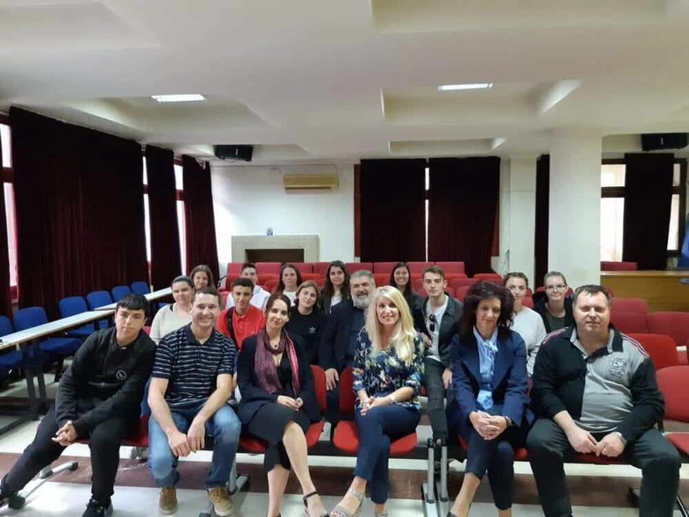 μαθητές του γαλλικού σχολείου lycee a. briand επισκέφθηκαν τον δήμο εορδαίας. παρουσία τους τα εγκαίνια της έκθεσης «άξιον εστί» στο παλαιοντολογικό ιστορικό μουσείου πτολεμαΐδας. 14
