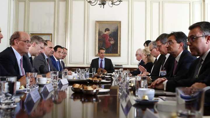 Προς μείωση οι χρεώσεις - Τι συζητήθηκε στη συνάντηση Μητσοτάκη - τραπεζιτών 3