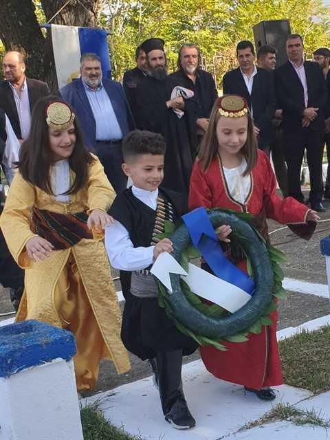 eordaialive.com: Τίμησαν την απελευθέρωση του Περδίκκα! - Δείτε φωτογραφίες από την κατάθεση στεφάνων! 16