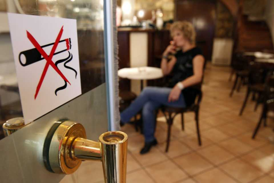 Αντικαπνιστικός νόμος: Πού απαγορεύεται πλέον το κάπνισμα - Τα πρόστιμα 1