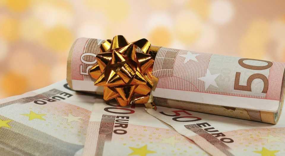 Έξτρα παροχές σχεδιάζει η κυβέρνηση για τα Χριστούγεννα 1