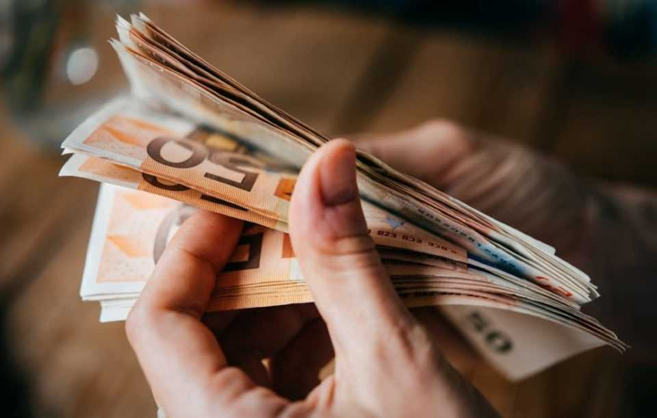 Πορτογαλία: Η κυβέρνηση θα αυξήσει τον κατώτατο μισθό στα 635 ευρώ 1