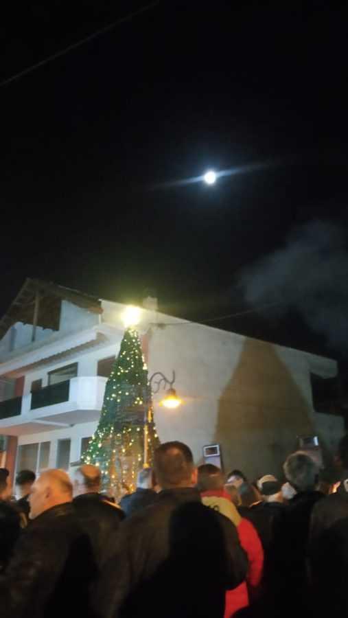 Σε γιορτή μετατράπηκε η φωταγώγηση του Χριστουγεννιάτικου Δέντρου στην Αναρράχη (ΦΩΤΟ) 23
