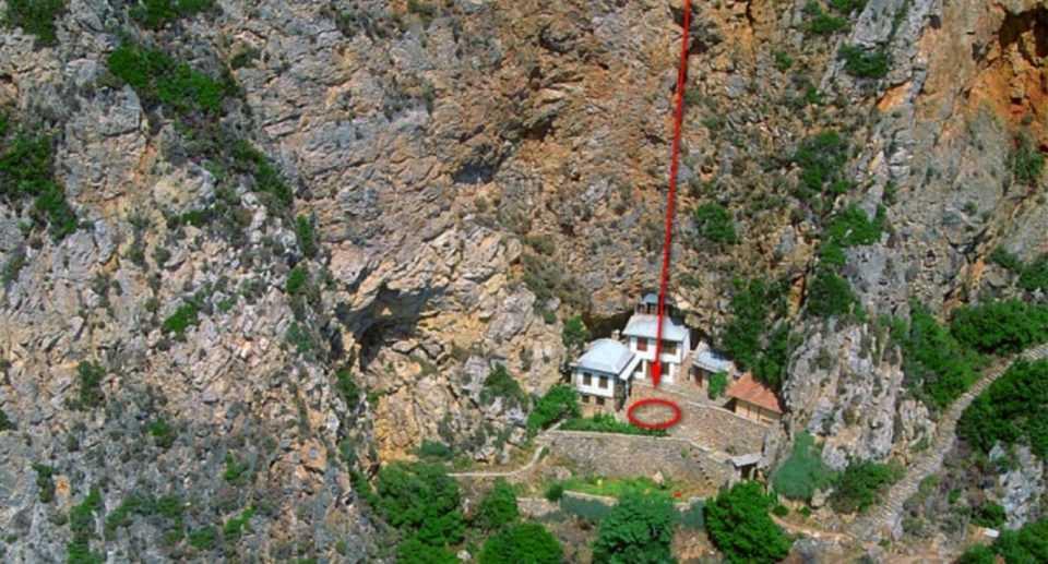 Άγιο Όρος: Νεκρός 28χρονος από πτώση σε γκρεμό 40 μέτρων! (Φωτο) 2