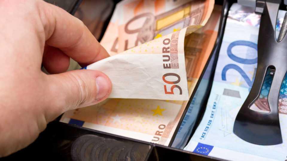 Πότε θα πάρετε τα 800 ευρώ – Αναλυτικά οι ημερομηνίες