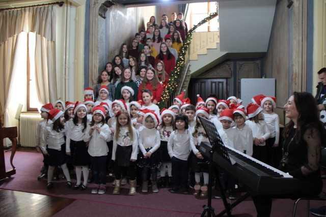 Χριστουγεννιάτικες μελωδίες από τις χορωδίες του Δ.Ω.Κ. (βίντεο-φωτο) 3
