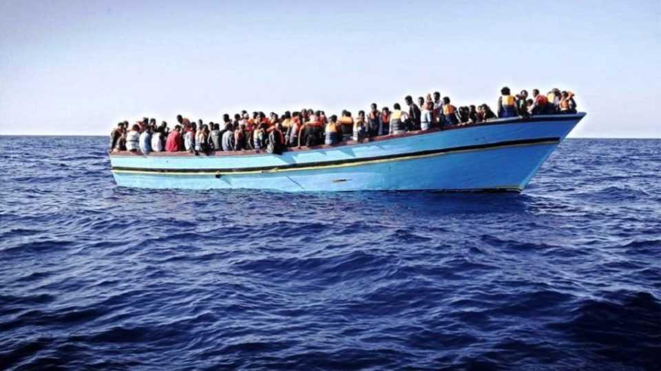 Πλωτό φράγμα θα εμποδίζει μετανάστες & πρόσφυγες να προσεγγίζουν στα ελληνικά νησιά 1