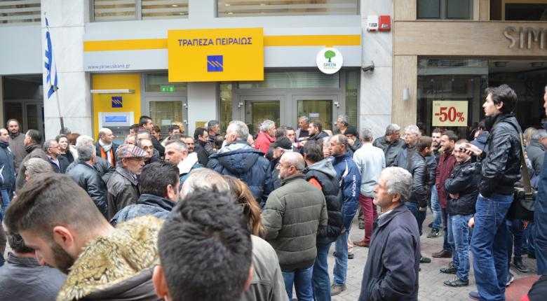 Πειραιώς: «Χαμός» στο twitter για τη χρέωση 5 ευρώ σε χιλιάδες λογαριασμούς - Tι απαντά η τράπεζα 4