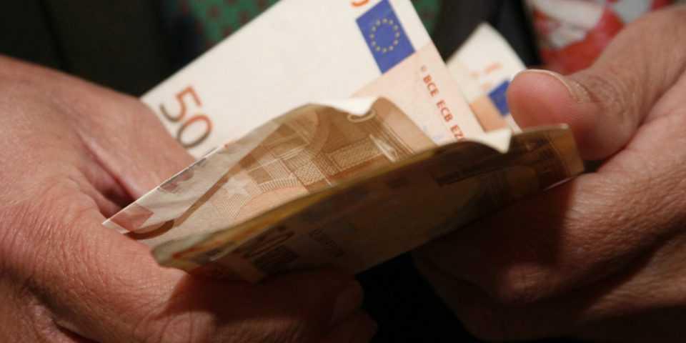 Το χρονοδιάγραμμα για τα 800 ευρώ - Πάνω από 800.000 οι αιτήσεις