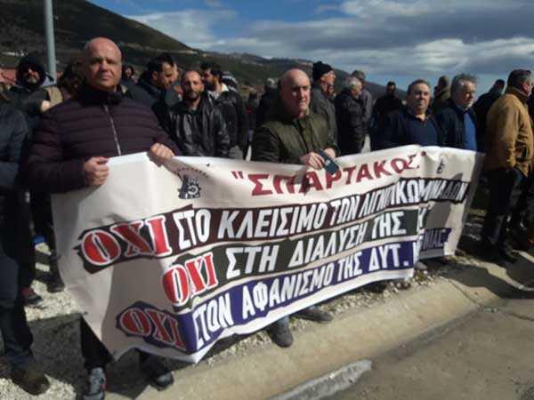 Μαζική συγκέντρωση στην Εγνατία Οδό από εργαζόμενους της ΛΑΡΚΟ – Συμβολικό κλείσιμο των διοδίων Πολυμύλου
