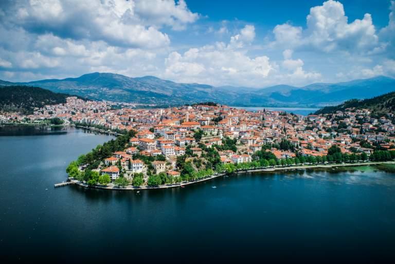 Eκτός ελέγχου η πανδημία στην Καστοριά: Το παρασκήνιο και οι ευθύνες