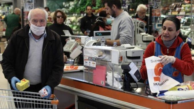 Υπάληλοι των σούπερ μάρκετ τις μέρες του κορωνοϊού: Οι ήρωες της διπλανής πόρτας που δεν το βάζουν κάτω