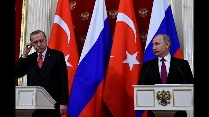 Στα άκρα οι σχέσεις Πούτιν-Ερντογάν: Γιατί η Ρωσία καταγγέλλει την Τουρκία ότι σπρώχνει χιλιάδες μετανάστες στην Ελλάδα