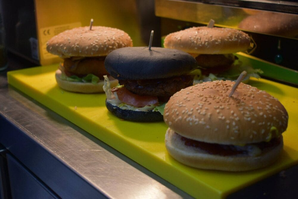 Πτολεμαΐδα: Νέο κατάστημα ''BLACK STAR-STREET FOOD'' - Μοναδικές γευστικές επιλογές για όλες τις απαιτήσεις!
