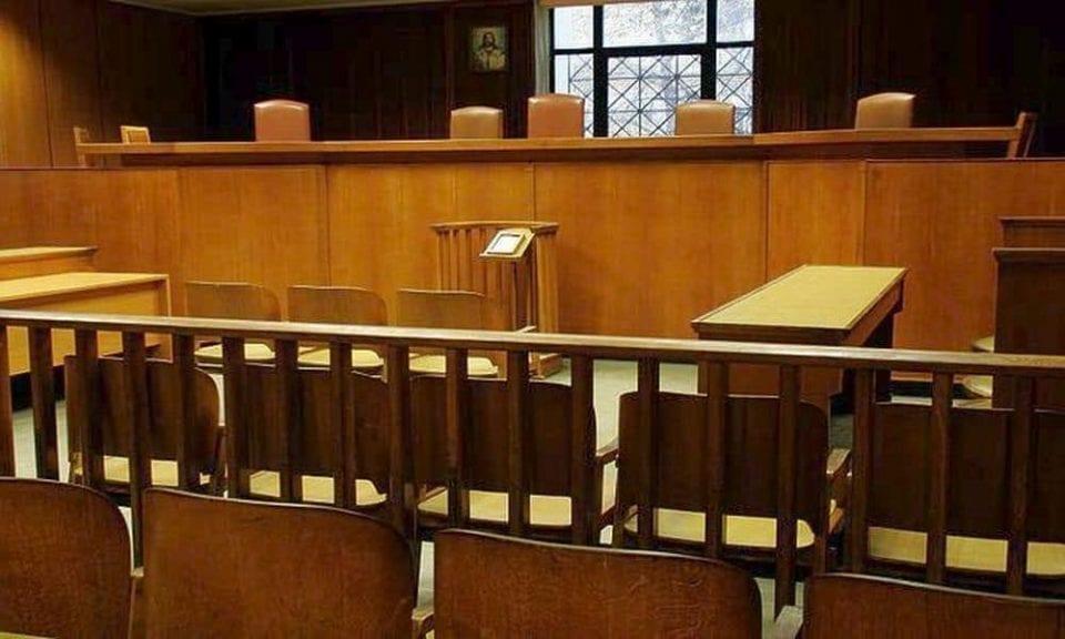 απόφαση δικαστηρίου: είναι εγκληματικό να βήχεις προς το πρόσωπο κάποιου;