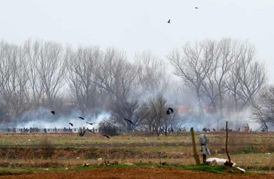 Έβρος: Νέα επεισόδια στις Καστανιές! Δακρυγόνα και ρίψεις νερού