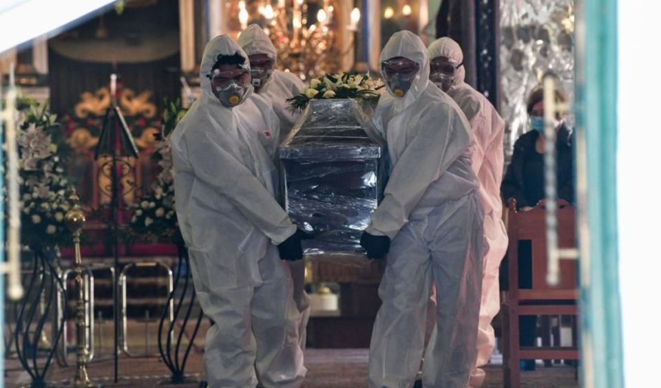 O πρόεδρος των ιατροδικαστών εξηγεί γιατί δεν γίνονται νεκροτομές στα θύματα του Covid-19