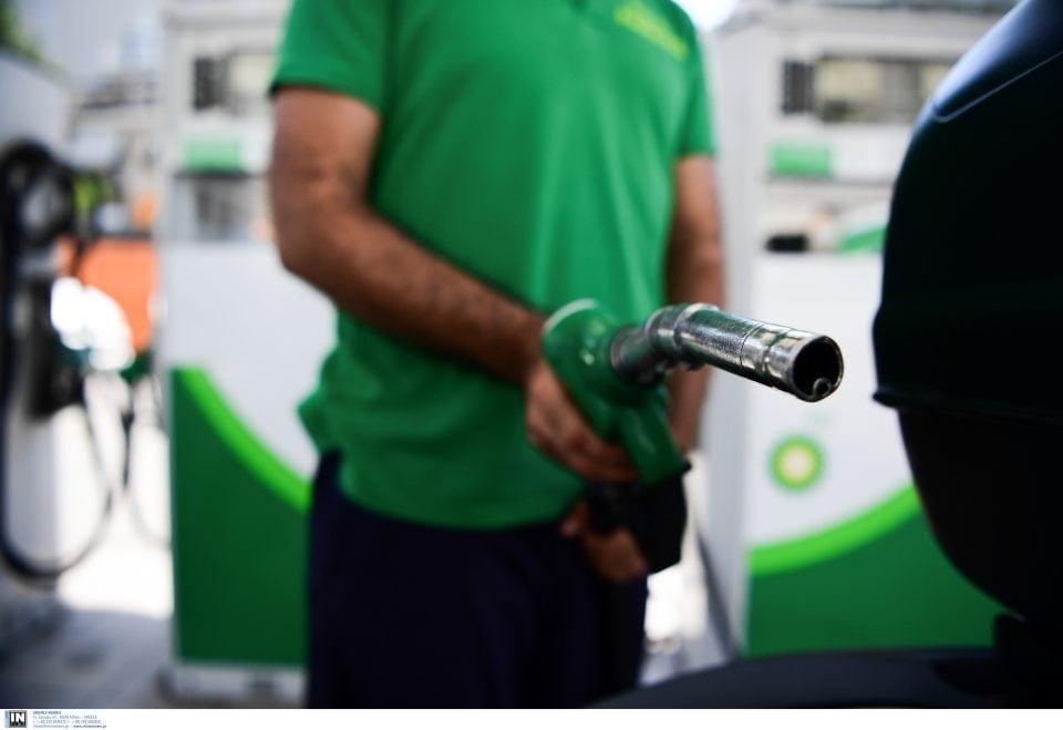 Πρόεδρος Βενζινοπωλών: Πέρασε στις αντλίες η πτώση του πετρελαίου - Πού μπορεί να φτάσει η τιμή της βενζίνης