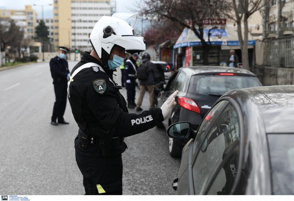 26χρονος στη Βούλα έφτυσε αστυνομικούς λέγοντας πως έχει κορωνoϊο - 14 σε καραντίνα 1