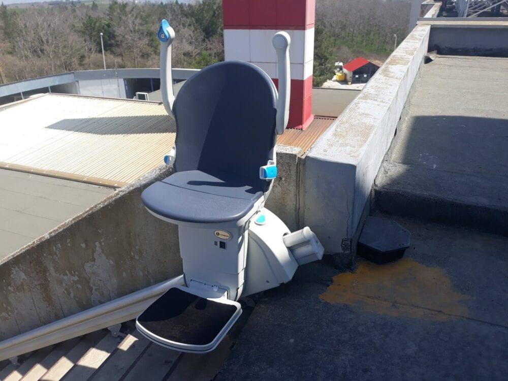 Ταχύτατη εγκατάσταση ανελκόμενου καθίσματος στην αυτόνομη είσοδο  της Νεφρολογικής κλινικής του Μποδοσάκειου Νοσοκομείου Πτολεμαΐδας 9