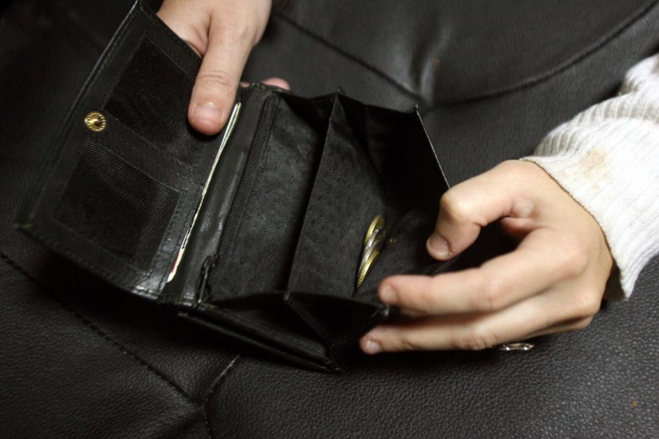 Επίδομα 800 ευρώ: Από Δευτέρα οι αιτήσεις για επαγγελματίες μέχρι 5 άτομα προσωπικό