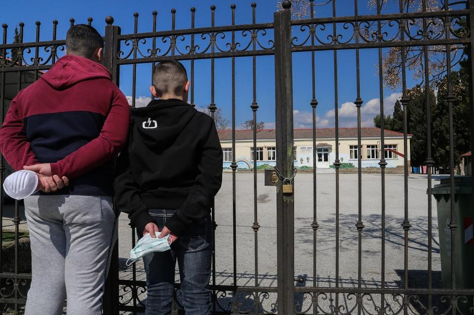 Σχέδιο για να ανοίξουν τα σχολεία το Μαϊο - Ποιοι μαθητές θα κάτσουν πρώτοι στα θρανία