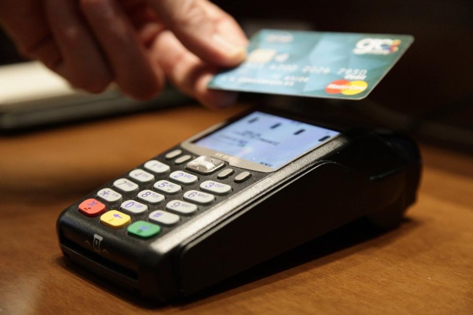 Λιγότερες e-πληρωμές για το αφορολόγητο - Οι αλλαγές στην οικονομία που εξετάζει το ΥΠΟΙΚ
