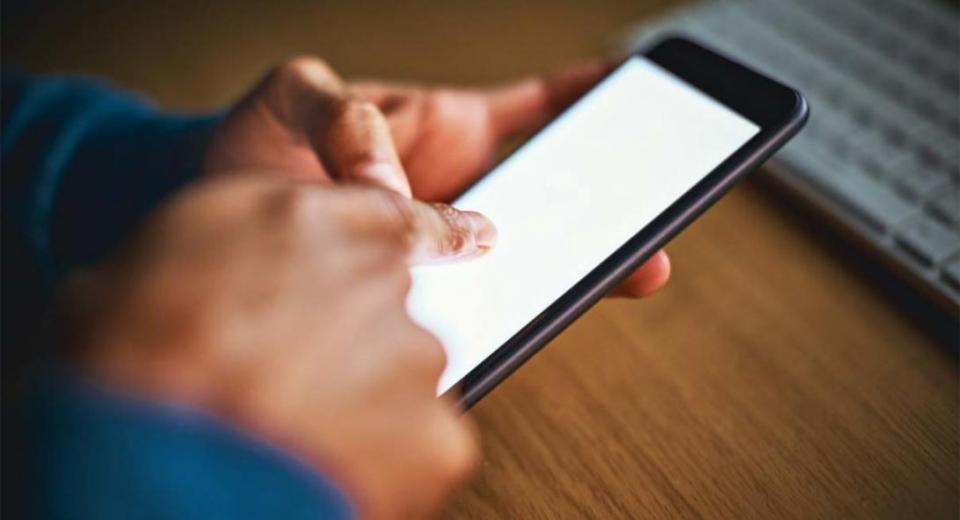 Συνήγορος Καταναλωτή σε Εταιρείες Τηλεπικοινωνιών: Μην χρεώνετε τα SMS στο 10306