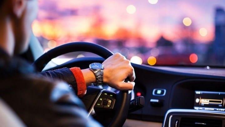 Δίπλωμα οδήγησης: Στο σπίτι με ένα τηλεφώνημα - Πότε θα τεθεί σε εφαρμογή το νέο σύστημα