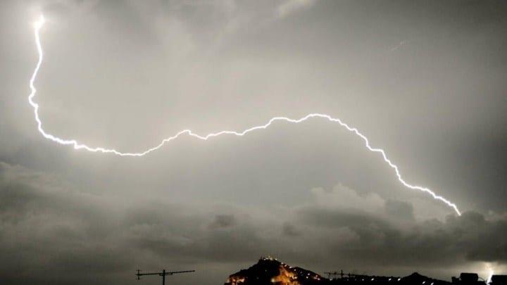 Καιρός: Έρχονται βροχές, καταιγίδες και ισχυροί άνεμοι