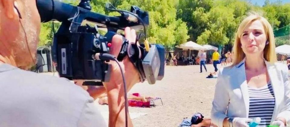 Την πήραν με τις... πέτρες: Λιθοβόλησαν δημοσιογράφο του Alpha που έκανε ρεπορτάζ στις παραλίες