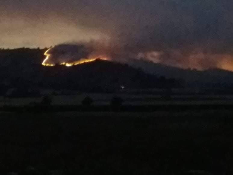 Πυρκαγιά σε χορτολιβαδική έκταση στην περιοχή Γαλάτειας προς Βαρικό